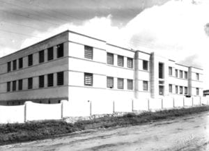 Ginásio Estadual de Santo Antônio da Platina - sem data.