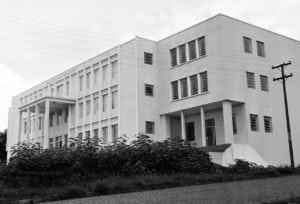 Faculdade de Farmácia, Odontologia e Filosofia de Ponta Grossa em 1962.