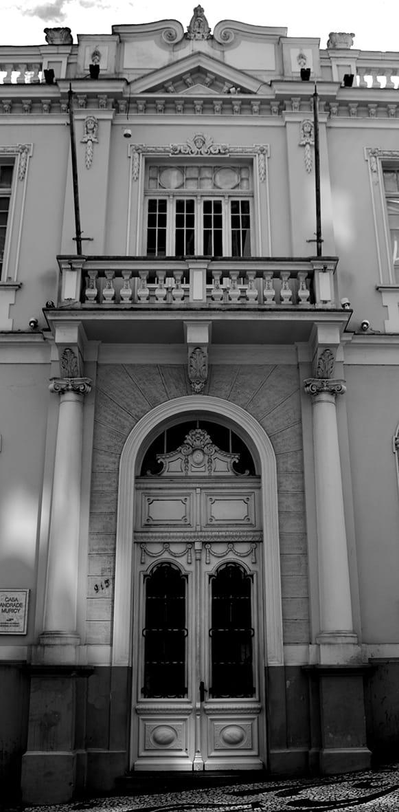 Detalhe do motif milieu da fachada principal. Casa Andrade Muricy, em Curitiba - 2008.