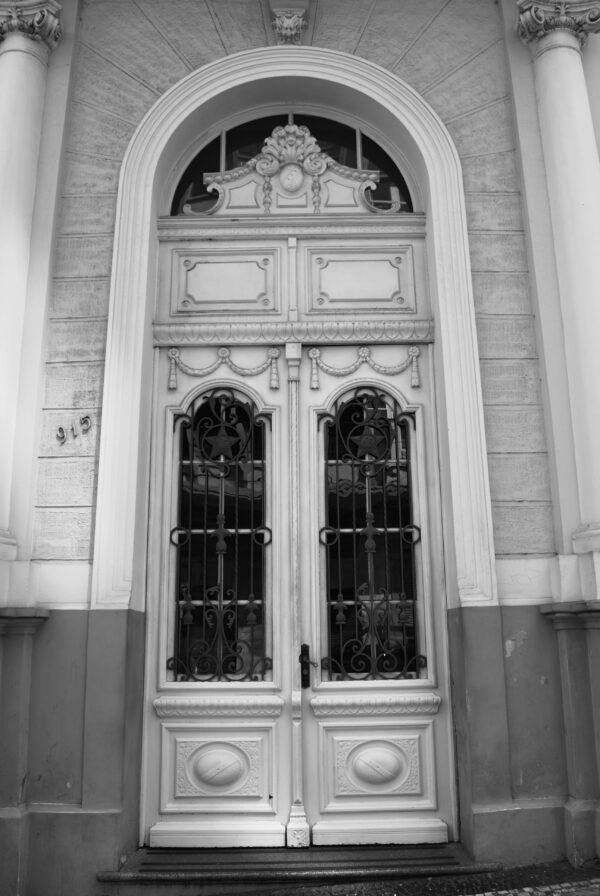 Detalhe da porta principal. Casa Andrade Muricy, em Curitiba - 2008.