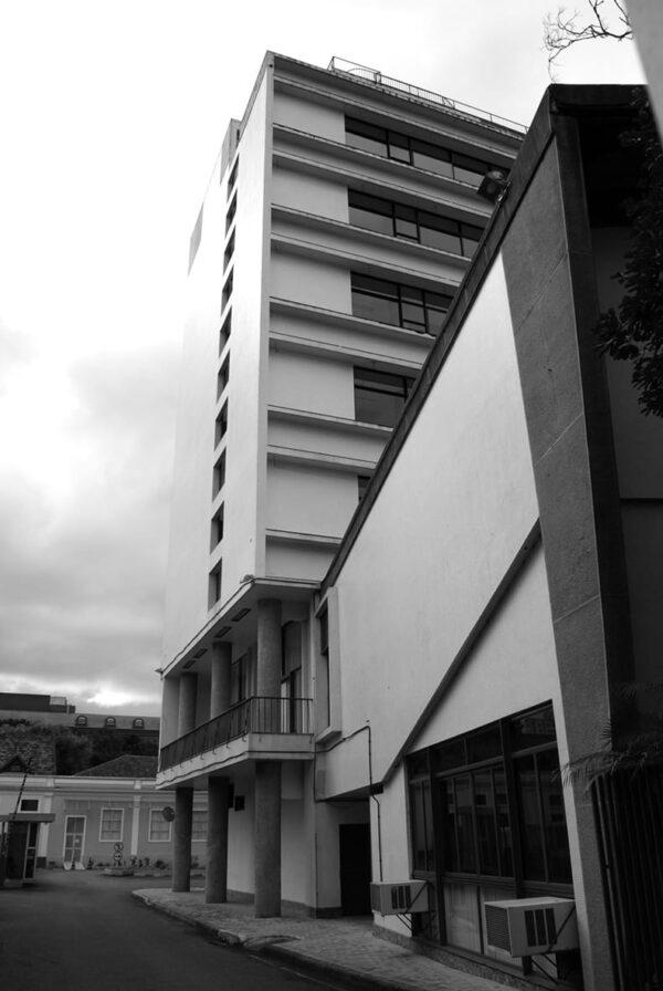 Fachada lateral do Edifício Oswaldo Lacerda de Pacheco, em Curitiba - 2009.