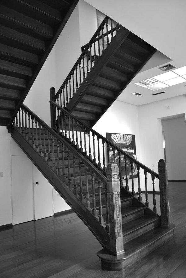 Detalhe da escada no hall do Museu de Arte Contemporânea de Curitiba - 2009.