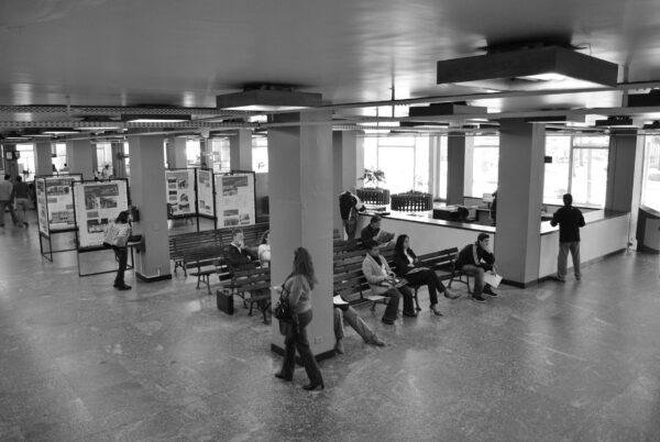 Espera e área de exposição no térreo. Palácio 29 de Março, em Curitiba - 2009.