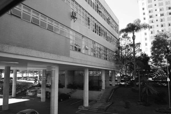 Detalhe da fachada posterior do edifício da Secretaria da Assembleia Legislativa do Paraná, em Curitiba - 2009.