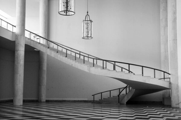 Escadaria de acesso ao primeiro pavimento. Palácio Iguaçu, em Curitiba - s/d.