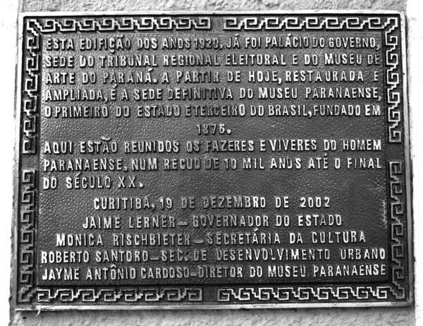 Placa de instalação do Museu Paranaense no antigo Palácio do Governo, em Curitiba - 2009.