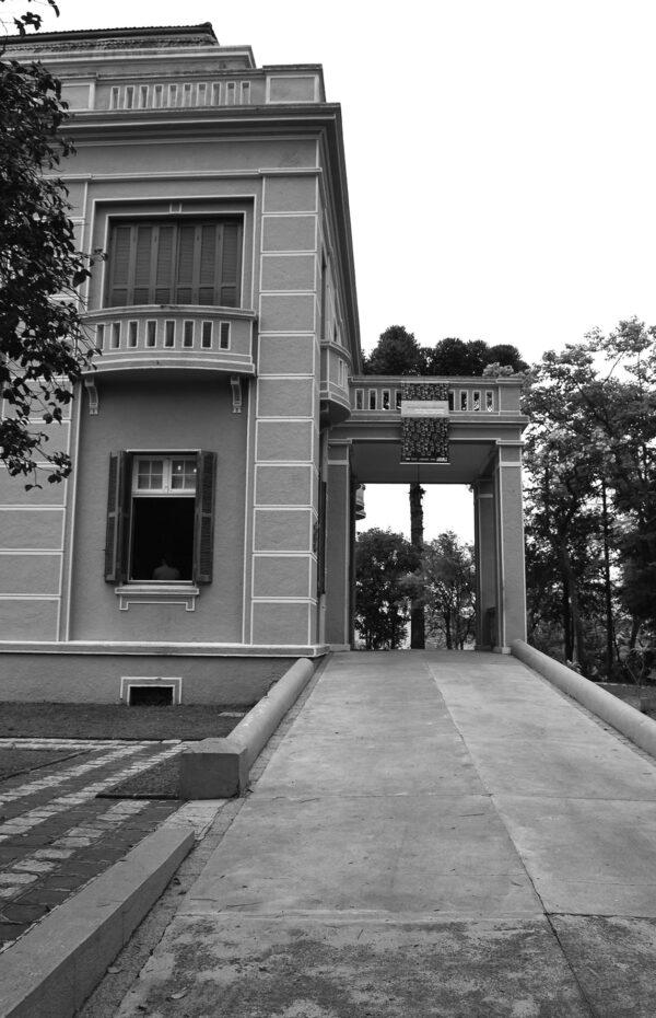 Detalhe do acesso principal do Museu Paranaense no antigo Palácio do Governo, em Curitiba - 2009.