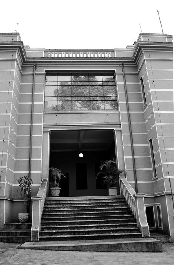 Acesso na fachada posterior do Museu Paranaense no antigo Palácio do Governo, em Curitiba - 2009.