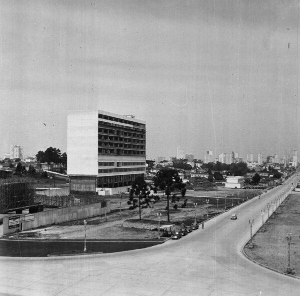 Palácio da Justiça em construção, em Curitiba - 1969