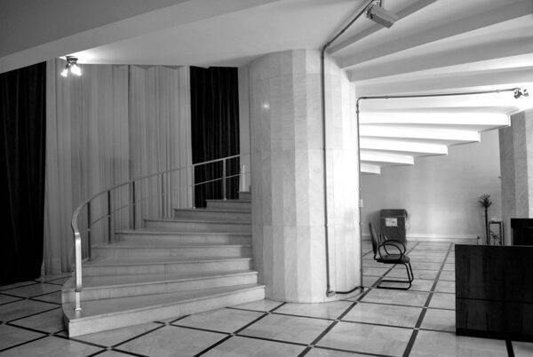 Detalhe da escadaria no hall principal do Palácio da Justiça, em Curitiba - 2009
