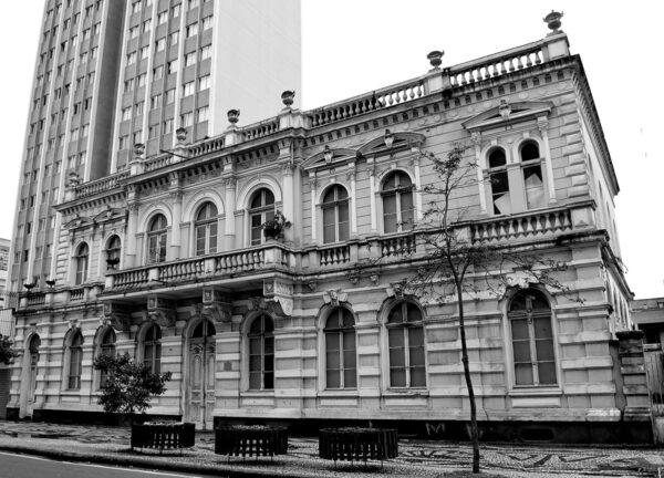Fachada principal do antigo Palácio do Governo, hoje Museu de Imagem e do Som do Paraná, em Curitiba – 2010.