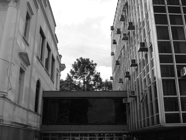 Passarela de ligação do Palácio Rio Branco com o anexo administrativo, em Curitiba - 2009.