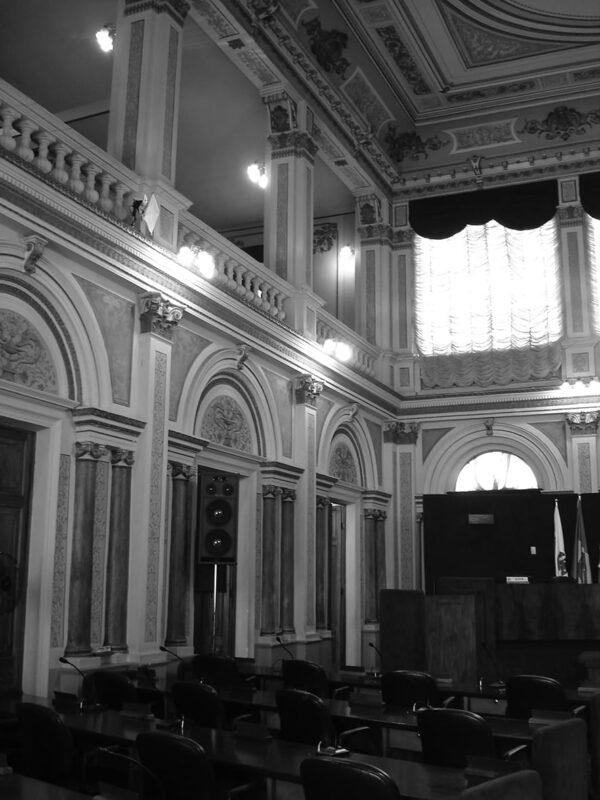 Vista parcial do plenário do Palácio Rio Branco, em Curitiba - 2009.