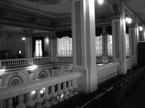 Vista parcial das galerias voltadas para o plenário do Palácio Rio Branco, em Curitiba - 2009.