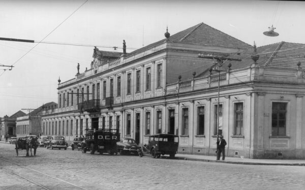Tribunal Superior e Secretarias de Estado, em Curitiba - sem data.