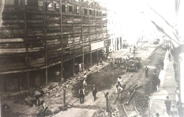 Edifício Moreira Garcez em construção no final da década de 1920. Vista da Rua Voluntários da Pátria.