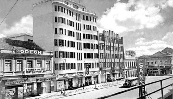 Avenida Luiz Xavier na década de 1940, no centro o Edifício Eloisa.