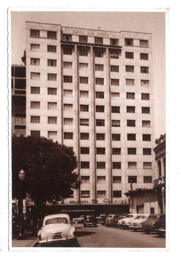 Edifício João Alfredo na década de 1950.