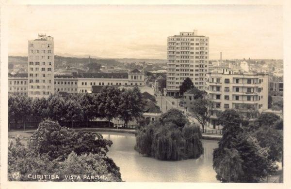 Cartão postal do final da década de 1940. À esquerda, o Edifício Copacabana.