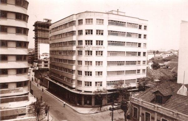 Edifício dos Comerciários (IAPC) na década de 1950.