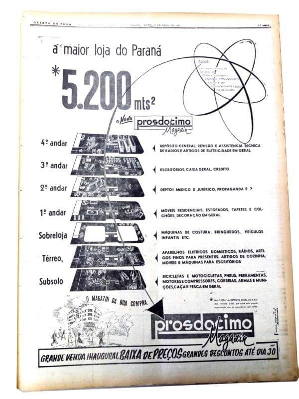 Anúncio da inauguração da Loja Prosdócimo em 1955. Embora tenha sido projetado com salas comerciais, o Edifício João Prosdócimo foi reformado e passou a abrigar a loja de departamentos em meados da década de 1950.