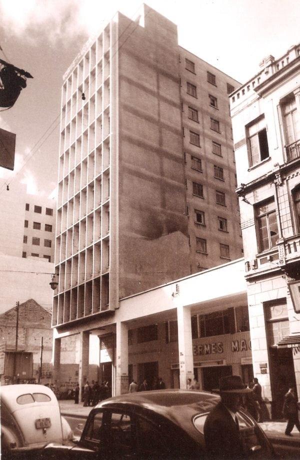 Edifício José Loureiro na década de 1950.