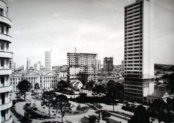 Edifício Ruy Barbosa em construção na década de 1950.