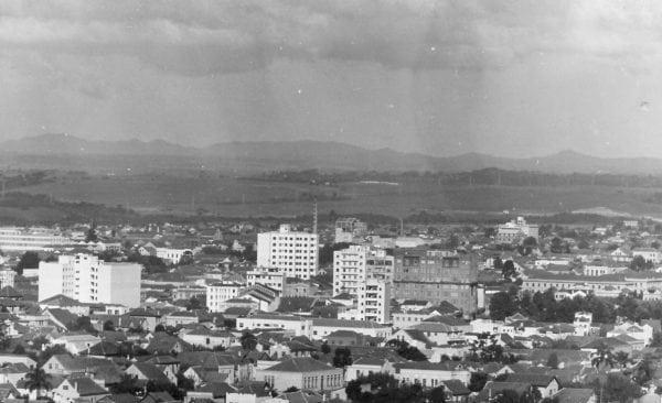 Panorâmica de Curitiba no início da década de 1950.