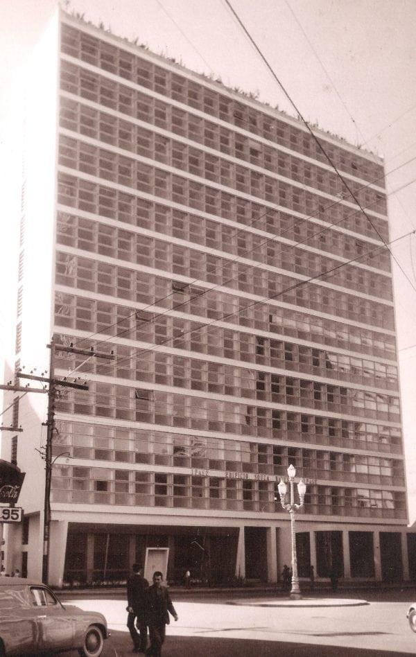 Edifício Souza Naves na década de 1950.