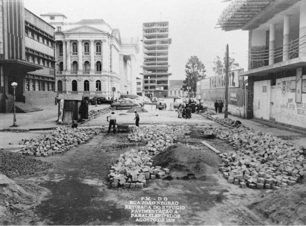 Edifício Imperador em construção no ano de 1958.