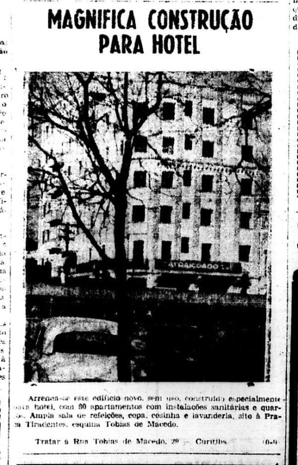 """Anúncio para aluguel de """"edifício construído especialmente para hotel"""" em 1956."""