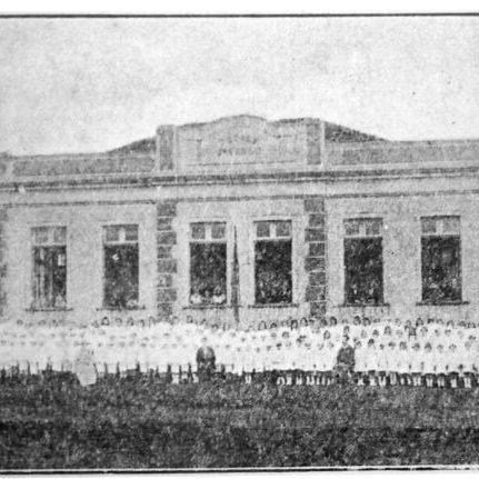 Grupo Escolar Dr. Valle em 1924.