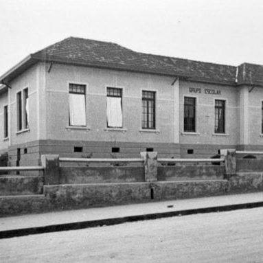 Grupo Escolar de Santo Antônio da Platina na década de 1930.
