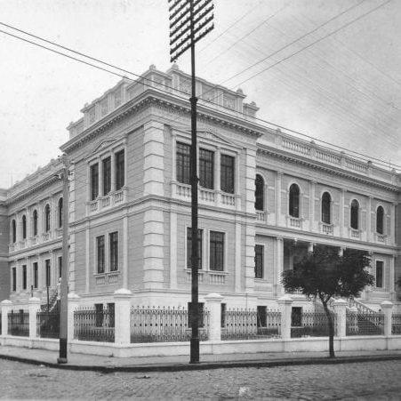 Escola Normal de Curitiba na década de 1920.