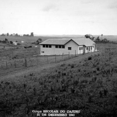 Grupo Escolar do Cajuru em 1941.