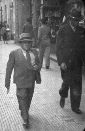 Eduardo Fernando Chaves passeando na Rua 15 de Novembro, 1938.